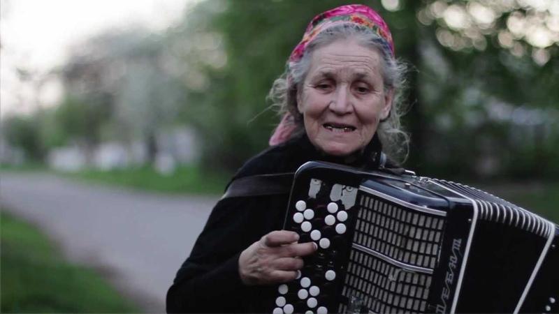 Слепая Баянистка Юлия Архиповна в переходах Киева