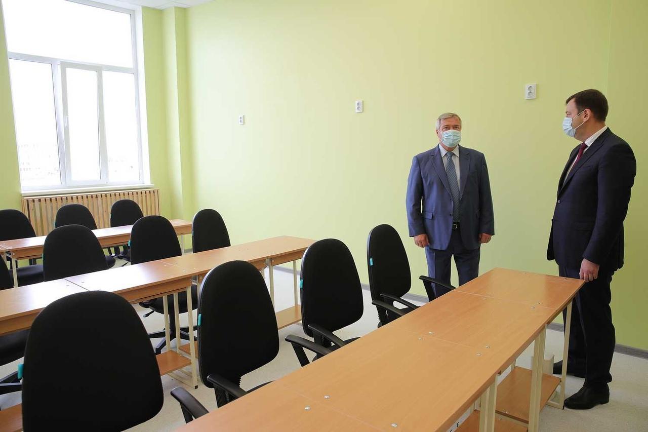 На оснащение учебниками и методической литературой новой школы №39 в Таганроге направлено 7,7 млн рублей