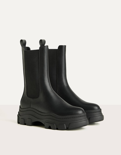 Ботинки на платформе с рифленой подошвой и с эластичной вставкой