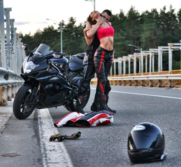 biker-girls-kissing-kailani-lei-butt-fucking