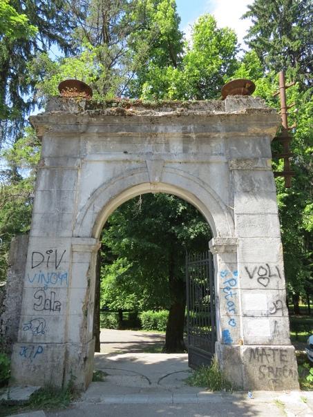 парк тринадцатого июля цетине фото приходится фотографировать