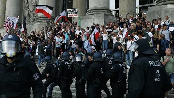 У российского посольства в Берлине задержали двести протестующих