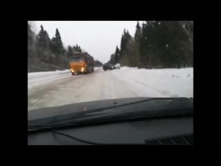 Driver dodges two oncoming trucks
