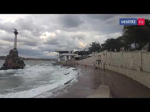 В Севастополе поднялся штормовой ветер