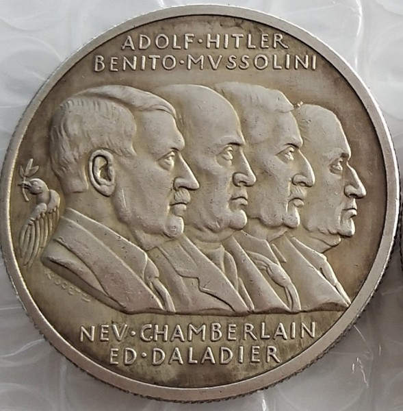 Пакт Гитлера-Сталина от 23 августа 1939 года: миф и реальность. Сделка и последствия