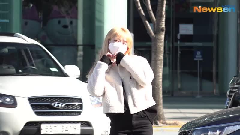 · Press Media · 201203 · OH MY GIRL Seunghee · По пути на SBS Power FM Cultwo Show ·