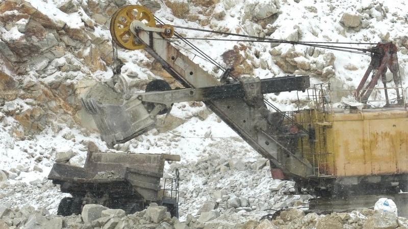 Работа в карьере зимой ЭКГ 5А БЕЛАЗ 7540