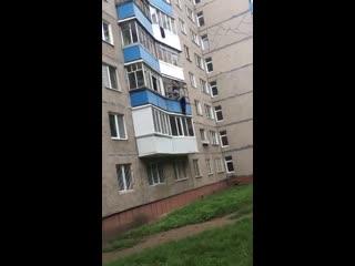 Стала известна личность жителя Уфы, спасшего пожилую женщину с балкона многоэтажного дома