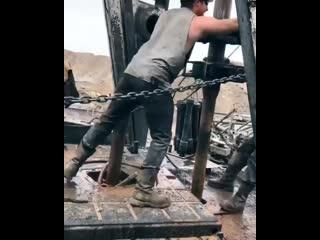 Работа на нефтяной установке в США.