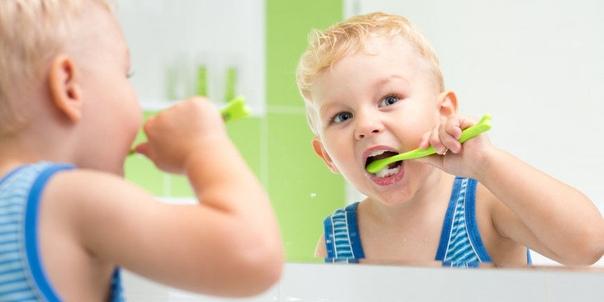 Стихи-потешки для чистки зубов Перед тем, как спать ложиться,Полагается умыться.Щетку пастой мы намажем,Молодцы, нам мама скажет!Вот тюлень - ему не леньЧистить зубы каждый день,Крокодил