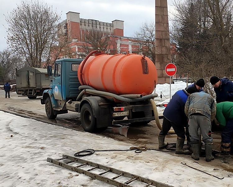В Кимрах возникла предаварийная ситуация на городской канализации