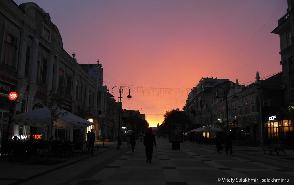 Закат на проспекте Кирова в Саратове 2020