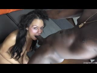 Bethany Benz - Tastes The FLAVOR of Another Rap Stars LONG LEG!
