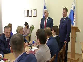Депутаты собрались на внеочередное заседание Думы: выбрали заместителя председателя и поздравили прекрасную половину