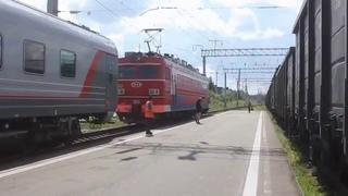 Смена локомотива ЭП1-122 на ЧС2Т-988 (Ст. Свирь, Окт. ж\д, РЖД)