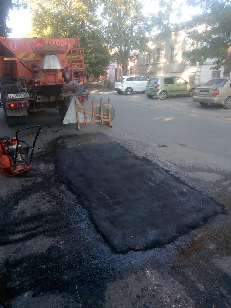 В Таганроге МКУ «Благоустройство» выполняет работы по устранению аварийно-опасных участков на автодорогах