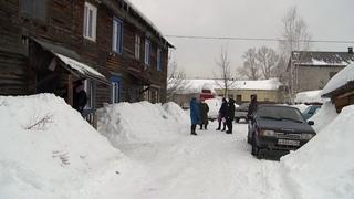 Жителям разрушающегося барака в Бийске обещали помочь депутаты Гордумы (Бийское телевидение)