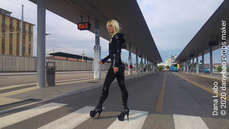 DANA LABO - the black pather woman in latex catsuit by Simon-o and shiny boots