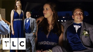 """6'9"""" High School Girl Goes To Prom With Her 5'6"""" Date 