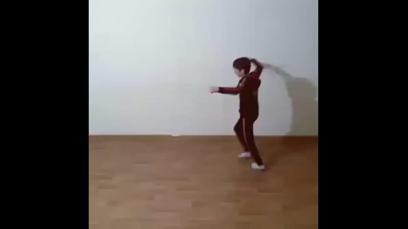 Мальчик Классно танцует Лезгинку.mp4