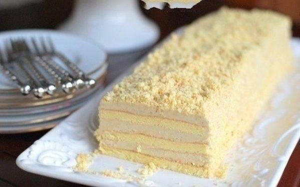 Торт Славянка Что нужно: Для бисквита:150 г муки150 г сахара6 яицДля крема:280 г сливочного масла170 г сгущенного молока с сахаром80 г халвы (желательно тахинной, а не подсолнечной)10 г