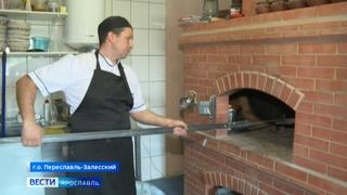 Житель Переславского района делает хлеб в настоящей русской печи
