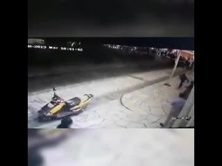 Мэр Мексиканского городка почувствовал качество дорог на собственной шкуре