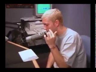 Eminem читает рэп в которм 100 раз говорит слово фак