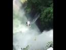 А вы бы рискнули нырнуть в водопад?🤔 У меня дух захватывает от этого видео😱