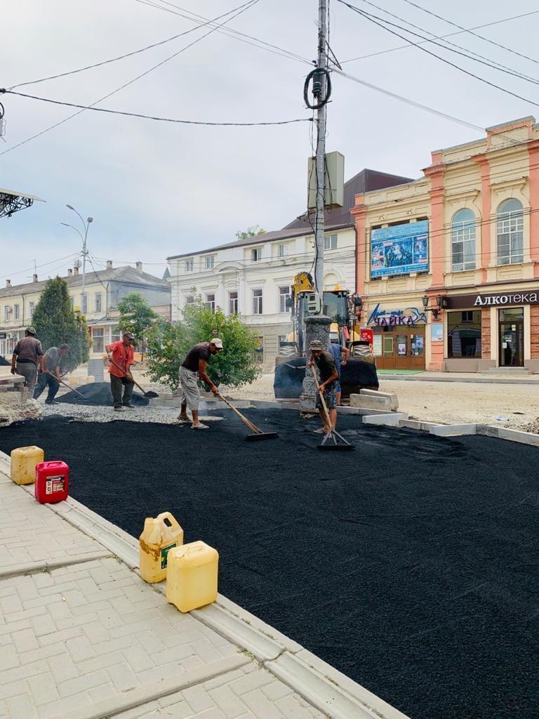 В Таганроге продолжаются работы по реконструкции улицы Петровской