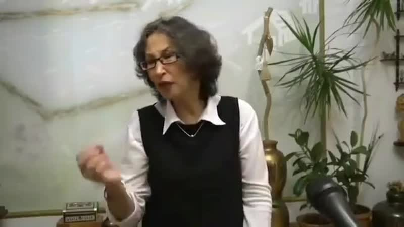 Смелая и сильная учительница Она открыто сказала что вице министр образования лжет говоря что учителей обеспечили всем необх