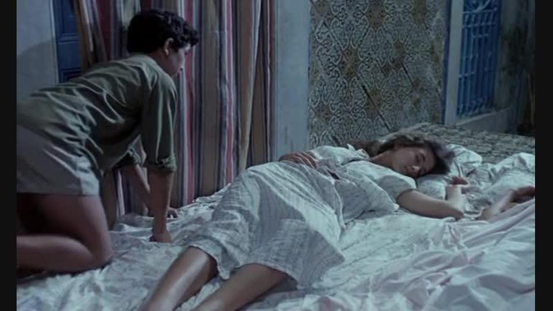Голая Сестра Спит В Спальне Порно