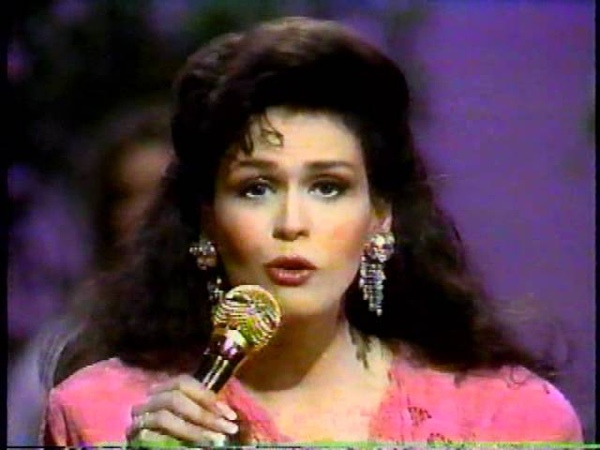 MArie Osmond I'm In love and he's in Dallas HEE HAW 1988