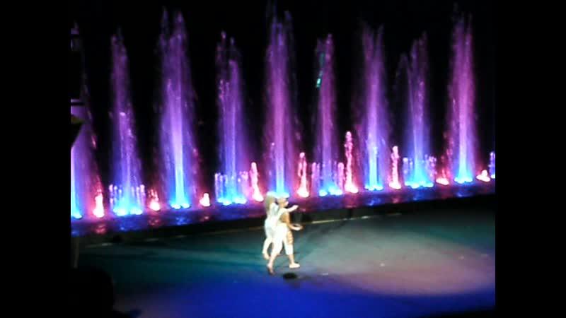 Представление в цирке танцующих фонтанов Аквамарин