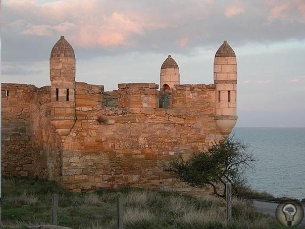 Крепость Еникале нач. XVIII века, Керчь, Крым Построили Еникале на рубеже XVII-XVIII вв. турки, в зависимости от которых находилось Крымское ханство. Ее название переводится как «новая