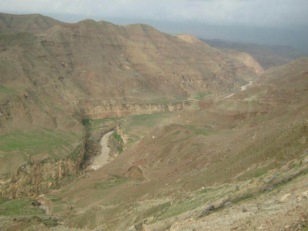 пейзажи близ древнего моста Гавмишан