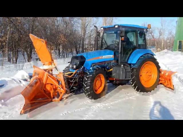 АГРОМАШ-85ТК - многоцелевой трактор со снегоуборочным оборудованием