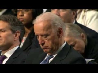 Байден заснул, слушая Обаму