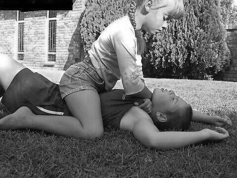 Отсталые родители учат сыновей, что «девочек обижать нельзя». Тогда надо учить девочек, что «мальчикам нельзя отказывать». Для симметрии. Разрушительный потенциал у обеих фраз одинаковый.