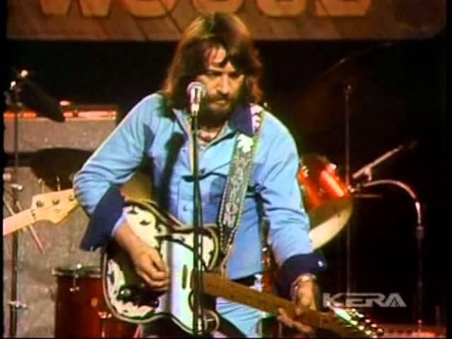 WAYLON JENNINGS - LADIES LOVE OUTLAWS (Live In TX 1975)