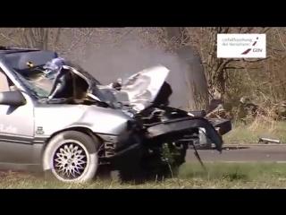 Opel vectra a moto crash test