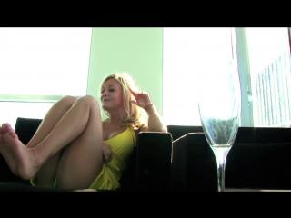 Киска скучает в отеле (порно, секс, эротика, попка, booty, anal, анал, сиськи, boobs, brazzers)