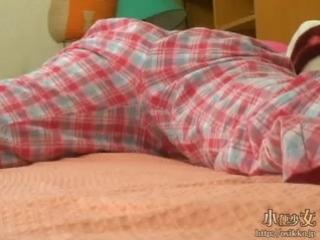Японка описалась в пижамке