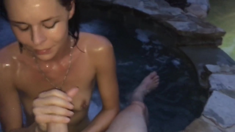 Hot tub blowjob ends in a sticky facial