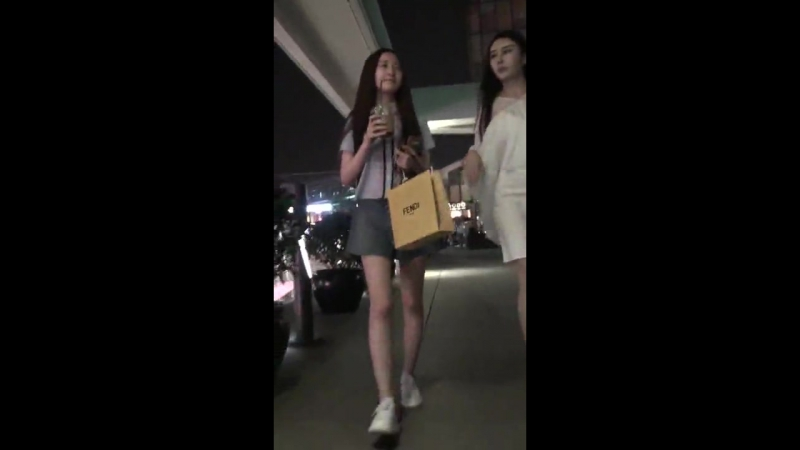 แอบถ่ายใต้กระโปรง สาวจีนหน้าหวาน ดันใส่กางเกงขาบานมาเลยโดนเเอบถ่าย