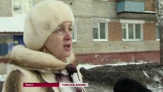 Во дворе дома по улице Ивановского появилось несколько тонн грунта