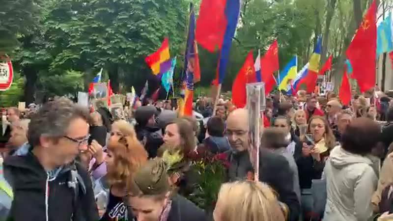 La Marche des immortels, en hommage aux soldats tués lors de la Seconde Guerre mondiale, s'élance à Paris.