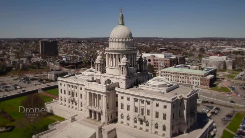 Самый маленький штат США Род-Айленд и столица город Провиденс.