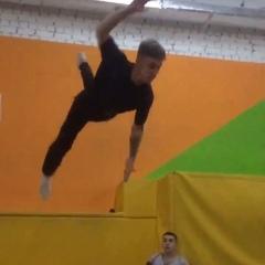 """Саша Пронин on Instagram: """"Интересные фишки, неудачные приземления, море эмоций все что нужно перед вашими глазами. 😎 #flippingfeed #fitness #marti..."""