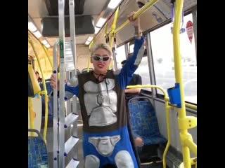 Настя Ивлеева  проехала в автобусе в костюме Супермена